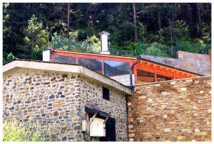 Tancaments d'Alumini. Serralleria Segre ofereix tancaments d'alumini per a interiors i exteriors. Tancaments de qualitat, de preu competitiu i ajustats a les necessitats del client. A Serralleria Segre oferim el servei de muntatge i instal·lació de tancaments d'alumini i vidre. Tancaments d'alumini Tancaments en vidre Tancaments interiors i exteriors Muntatge i instal·lació