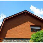 El nostre producte principal en fusteria d'alumini són les finestres d'alumini. Les finestres són una part essencial de qualsevol casa i és per tant molt important escollir correctament el tipus de finestra que millor s'adequa a les nostres necessitats. En els últims anys, les finestres d'alumini en particular, han guanyat terreny a les obertures de fusta, i és que les possibilitats són no només infinites, sinó que ofereixen més i millors opcions que les obertures tradicionals. Emmotllables a qualsevol zona geogràfica, disponibles en diversos colors i textures, segures i pràctiques, cada vegada són més les persones que les trien a l'hora de construir. Les finestres d'alumini, depenent de la qualitat, model i tipus de vidre i l'alumini aconsegueixen un major o menor aïllament, és a dir que quan són triades d'acord a les necessitats de cada espai permeten conservar millor la calor a l'hivern i el fred en l'estiu, la qual cosa es tradueix en un important estalvi d'energia. FINESTRA D'ALUMINI CORREDERA: finestra de fulles mòbils, lliscants mitjançant rodaments. Ofereixen un estalvi d'espai en la seva obertura i més accessibilitat de pas depenent del nombre de fulles col·locades. Actualment les finestres corredisses han millorat molt la seva estanquitat, ja que s'han incorporat més robustesa a la seva estructura, a més d'accessoris com la pelfa amb firso, que ajuda a escanyar considerablement el pas d'aire en comparació amb les pelfes tradicionals. En poder disposar de sèries com la S-76, la qual permet una capacitat de vidre per sobre de la mitjana, el ventall de possibilitats és molt més gran quant eficiència, podent incorporar vidres amb una càmera molt més gran o major espessor de vidre, aconseguint millorar notablement les seves prestacions. La corredissa estàndard es compon de dos carrils, però, es poden acoblar més carrils fins aconseguir el nombre de carrils desitjats, aconseguint així una corredissa a mida segons les necessitats de cada client. En les corredisse
