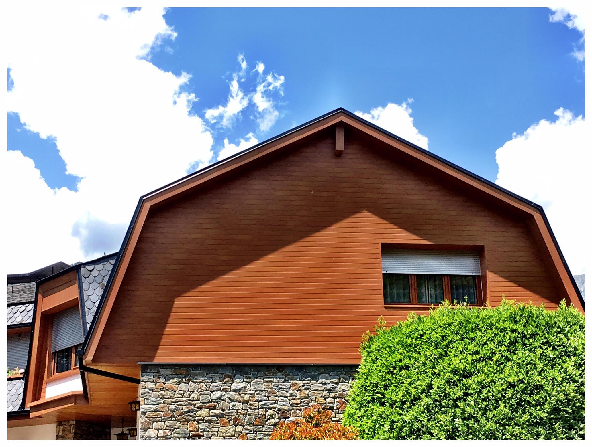 Finestres amb pont tèrmic Finestres d'alumini més fusta Finestres de PVC El nostre producte principal en fusteria d'alumini són les finestres d'alumini. Les finestres són una part essencial de qualsevol casa i és per tant molt important escollir correctament el tipus de finestra que millor s'adequa a les nostres necessitats. En els últims anys, les finestres d'alumini en particular, han guanyat terreny a les obertures de fusta, i és que les possibilitats són no només infinites, sinó que ofereixen més i millors opcions que les obertures tradicionals. Emmotllables a qualsevol zona geogràfica, disponibles en diversos colors i textures, segures i pràctiques, cada vegada són més les persones que les trien a l'hora de construir. Les finestres d'alumini, depenent de la qualitat, model i tipus de vidre i l'alumini aconsegueixen un major o menor aïllament, és a dir que quan són triades d'acord a les necessitats de cada espai permeten conservar millor la calor a l'hivern i el fred en l'estiu, la qual cosa es tradueix en un important estalvi d'energia.   FINESTRA D'ALUMINI CORREDERA: finestra de fulles mòbils, lliscants mitjançant rodaments. Ofereixen un estalvi d'espai en la seva obertura i més accessibilitat de pas depenent del nombre de fulles col·locades. Actualment les finestres corredisses han millorat molt la seva estanquitat, ja que s'han incorporat més robustesa a la seva estructura, a més d'accessoris com la pelfa amb firso, que ajuda a escanyar considerablement el pas d'aire en comparació amb les pelfes tradicionals. En poder disposar de sèries com la S-76, la qual permet una capacitat de vidre per sobre de la mitjana, el ventall de possibilitats és molt més gran quant eficiència, podent incorporar vidres amb una càmera molt més gran o major espessor de vidre, aconseguint millorar notablement les seves prestacions. La corredissa estàndard es compon de dos carrils, però, es poden acoblar més carrils fins aconseguir el nombre de carrils desitjats, aconseguint així una