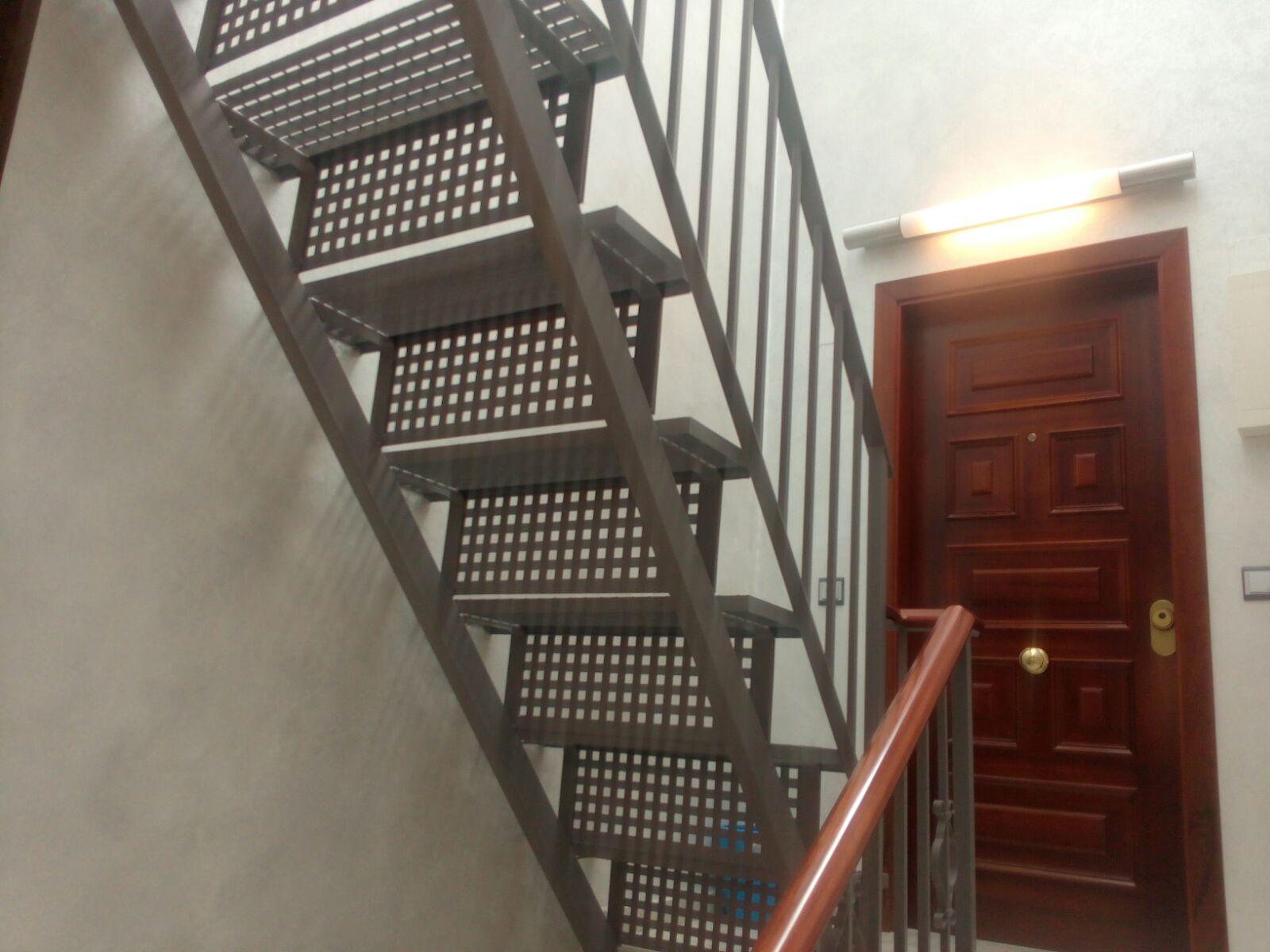 Serralleria Segre Andorra fabriquem i col·loquem escales de ferro i xapa en qualsevol tipus de disseny i geometria. Utilitzant materials de qualitat, resistents i segurs. Destaquem un ampli ventall de xapes entre les quals: