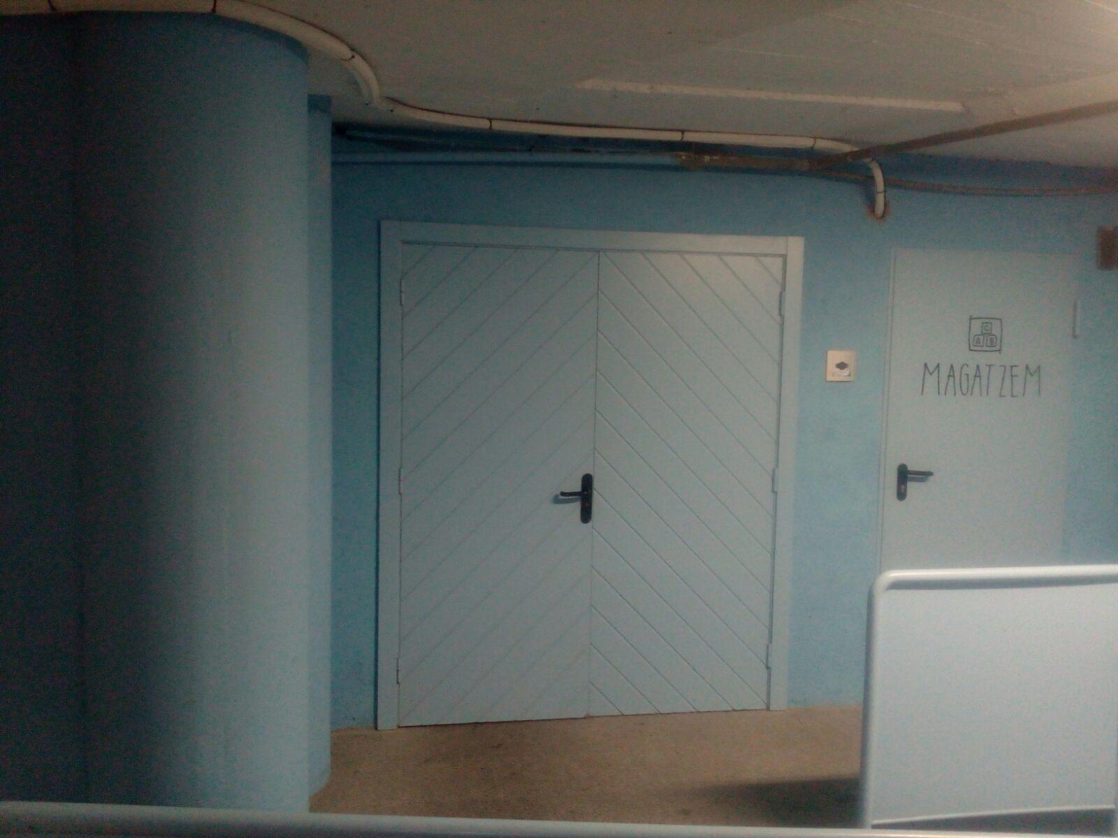 Les portes d'alumini amb lames lacades de Serralleria Segre tenen els requisits de qualitat més alts del mercat, treballem amb els principals proveïdors per oferir el millor material als nostres clients. Si el seu projecte requereix una porta de separació de color, no ho dubti i demani pressupost sense compromís de les portes d'alumini més econòmiques, amb lames horitzontals, planes o del tipus veneciana.