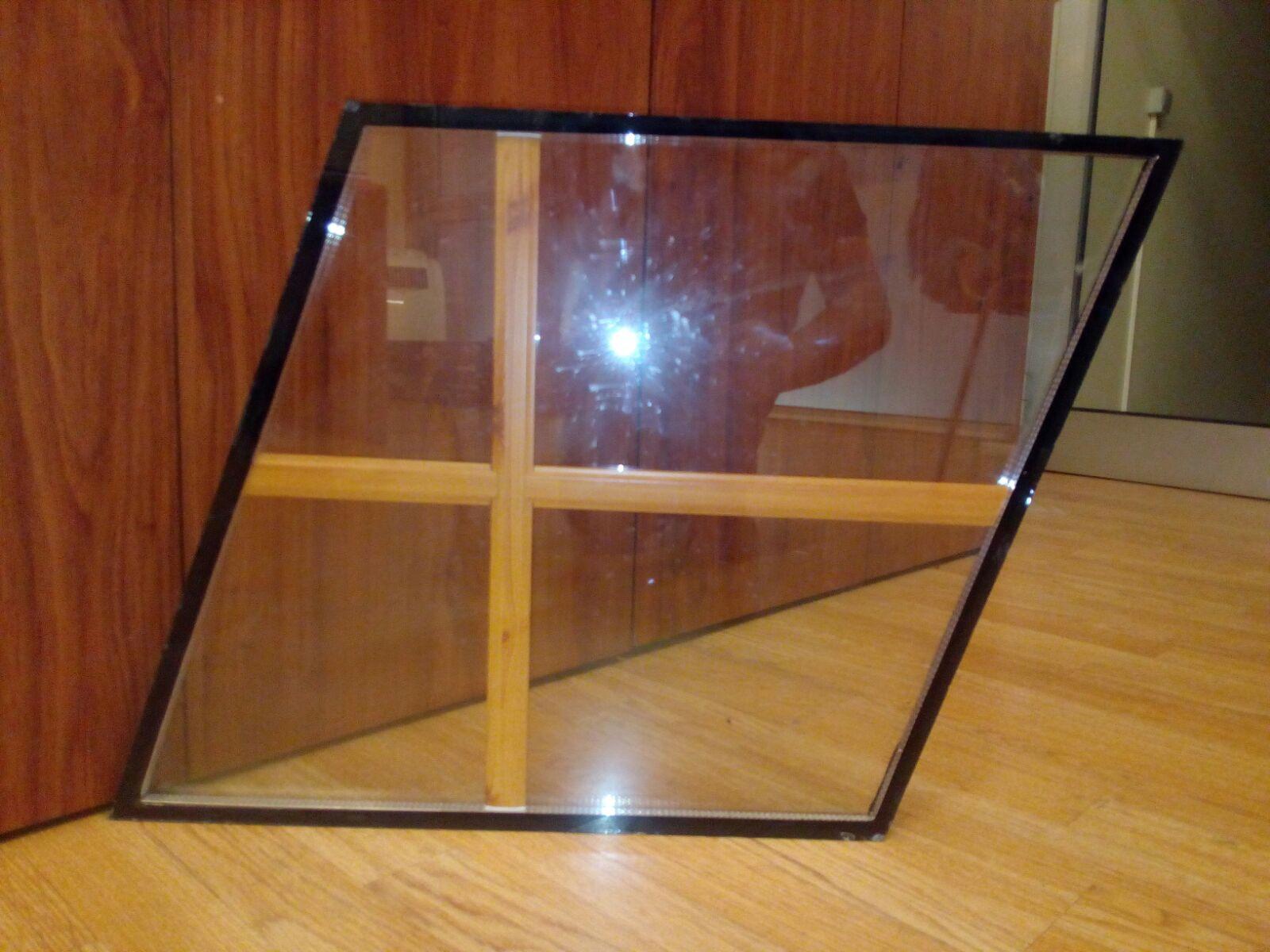 En comparació al vidre simple, el vidre doble o de càmera –també anomenat vidre climalit– constitueix un excel•lent aïllant tèrmic i acústic, amb estalvis que superen el 50%.